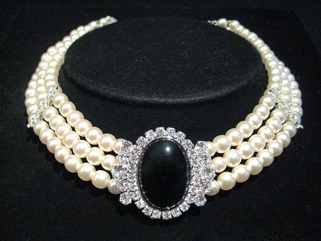 Combien coûte un collier de perles  ?
